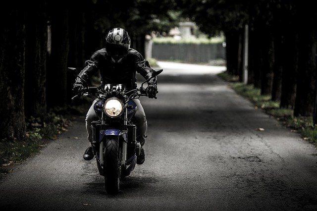Les accessoires incontournables du motard